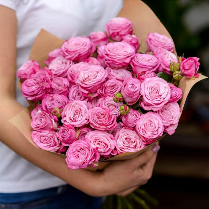 11 pink peonies-shaped roses (madam bombastic)