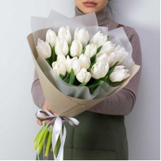 19 white tulips in decoration