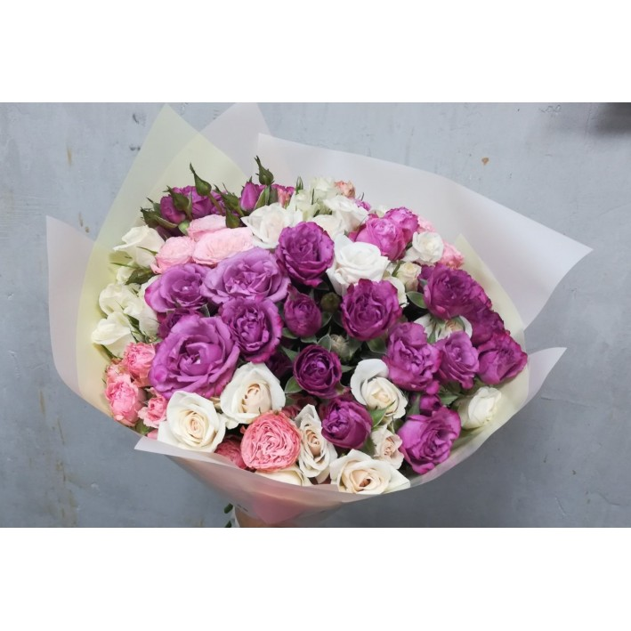 Bouquet mix of spray roses