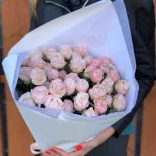 11 pink peony roses
