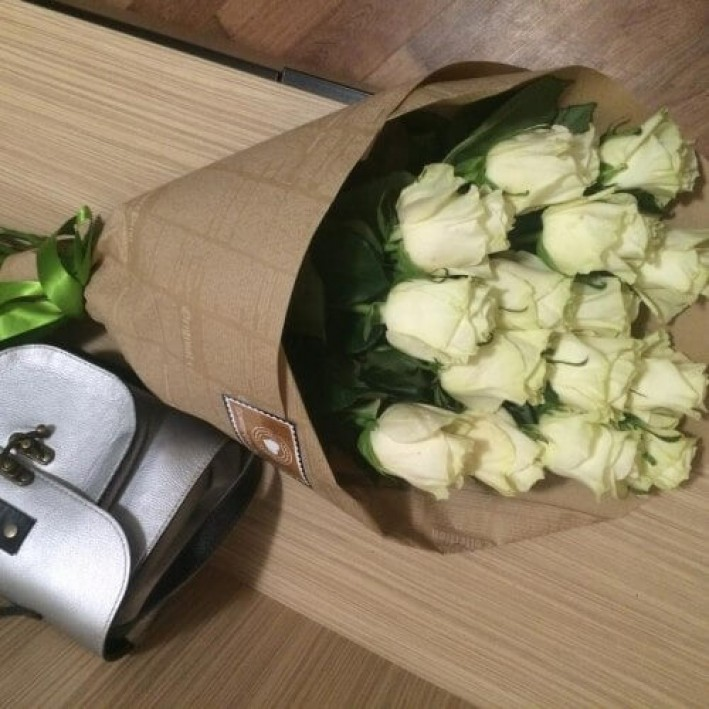 15 white roses in craft paper