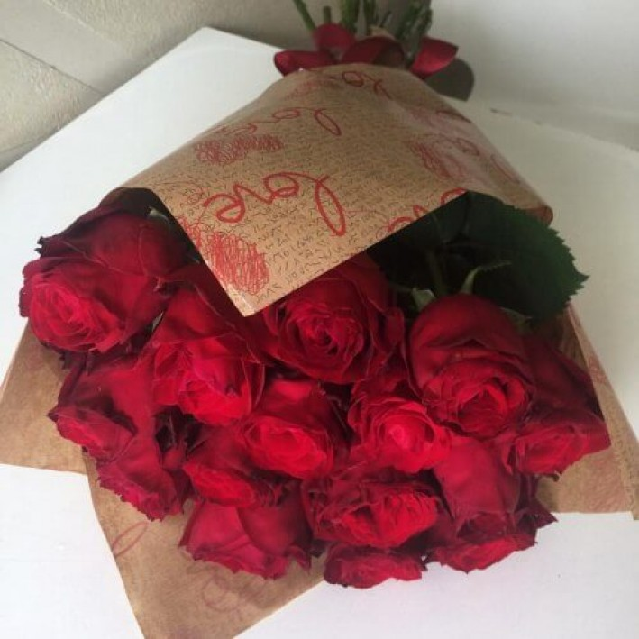11 red roses in craft paper