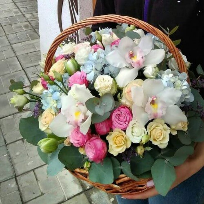 "Basket ""Peony roses"""