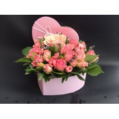 Сердце из кустовых роз в коробке малое