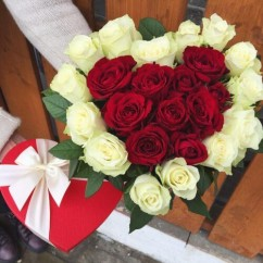 Heart of roses in a box
